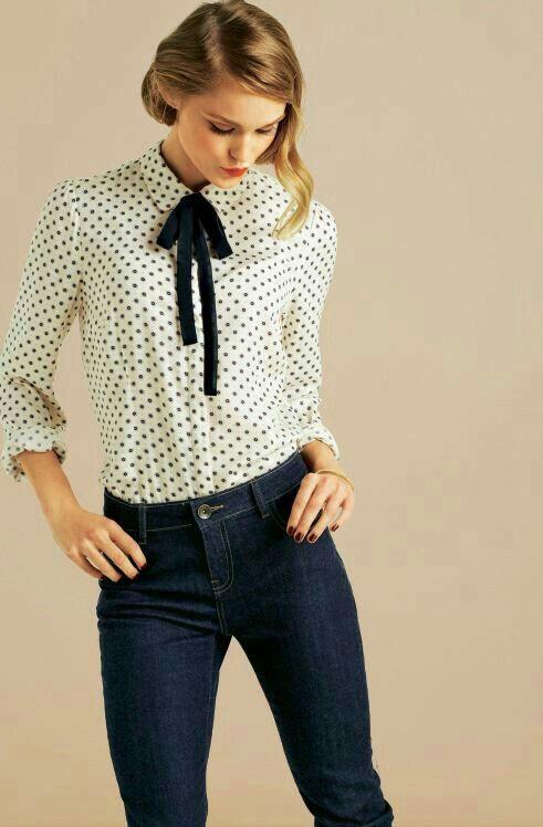 26d49fec7f6e2 Hermosa blusa de puntos con un lindo moño