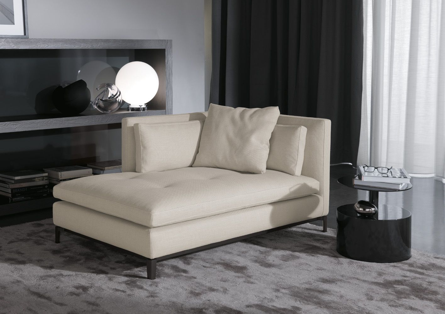 Love this chaise longue... The multiple layers of the back makes it ...