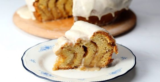 Giant Apple Pie Cinnamon Roll | Cinnamon roll apple pie ...