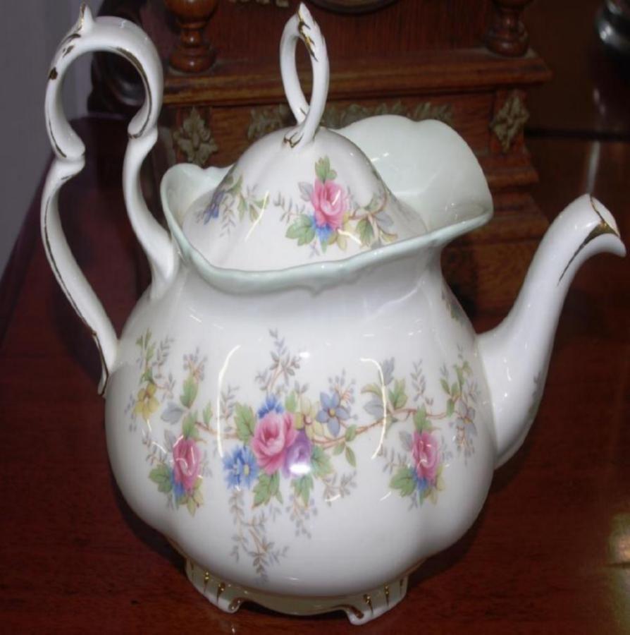 Teapot Value Guide Royal Albert Large Colleen Teapot