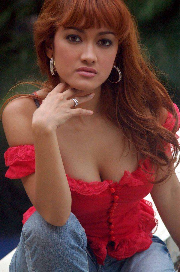 julia-perrz-topless-cock
