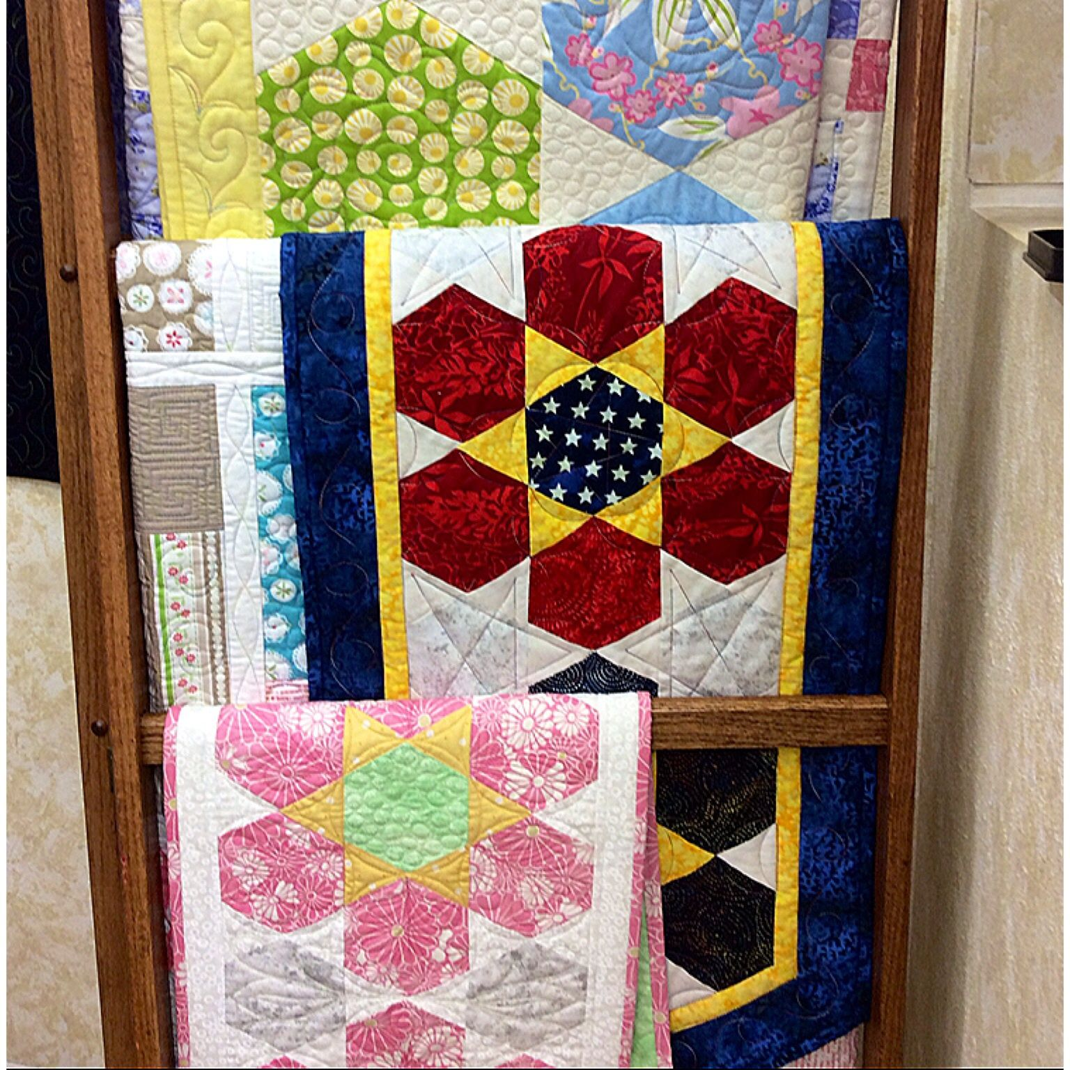 grab a copy of el s new pattern flower power tablerunner at the rh pinterest com Quilted Table Runner Patterns Easy Quilted Table Runner
