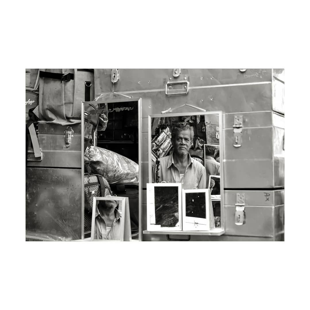 good hair day  #wegoodhere #paperjournalmag #sowhat #collecmag #rundownmagazine #oftheafternoon #astigma #back2thebase #greenscreenpics #naturalgreenscreen #mirrorimage #reflectionsonwater #reflectionphotography #bandw #blackandwhiteday #bw #blacksandwhites #streetsofbangalore #marketphotography #aestheticsbandw #mirroraesthetics #timelinefriday #timelinepictures #afternoonsunlight #journalphotography #bvc #bvc19 #bvc403