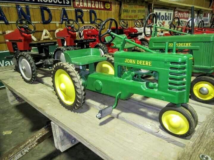 Vintage JOHN DEERE Pedal Tractor   John Deere Pedal Tractors