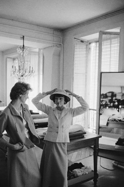 Chanel et Suzy Parker 1957  7b654ae8c57