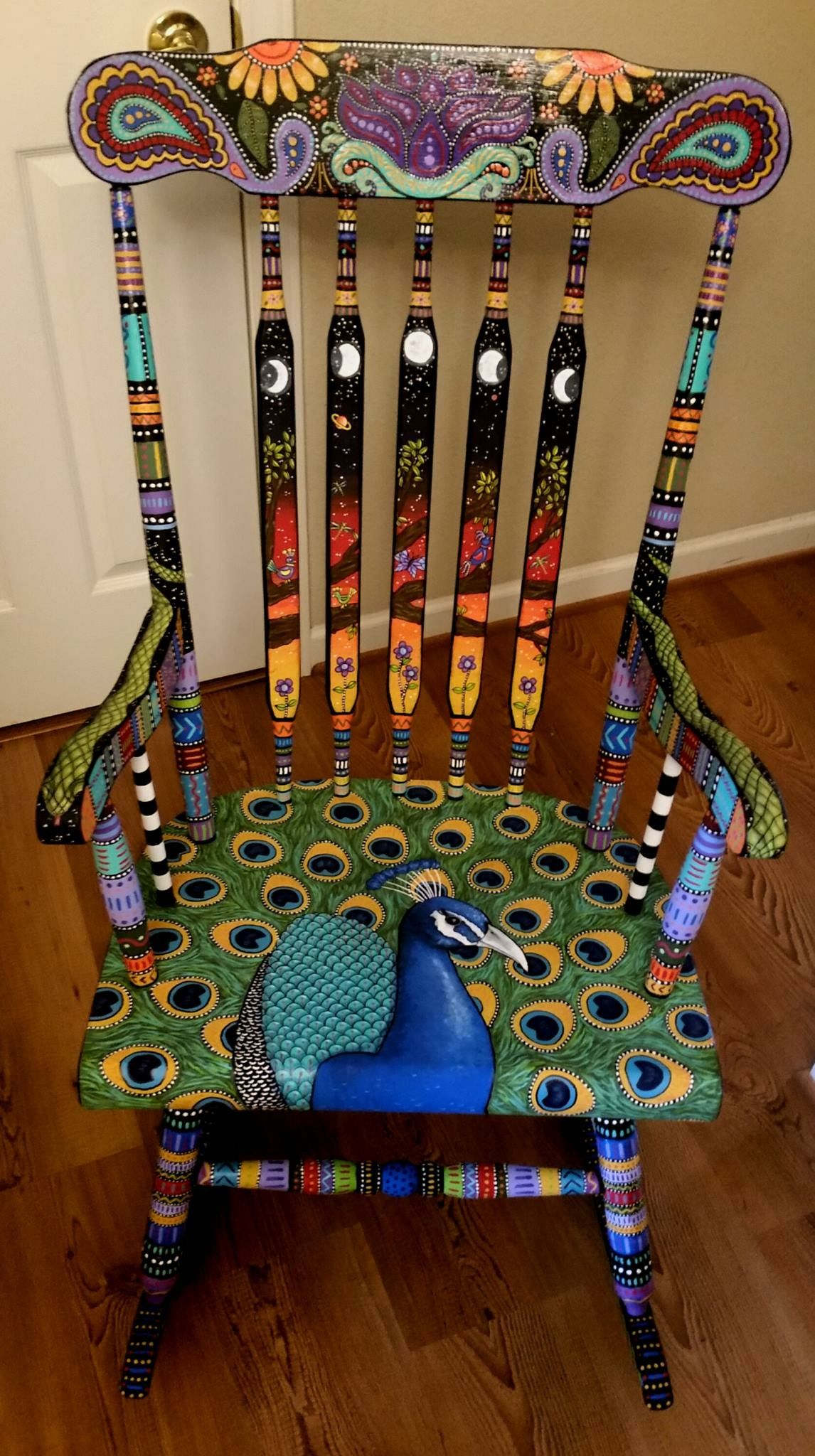 Painted peacock chair - Diy Chair Furniture Art Look At What A Little Paint And Fabric Can Do