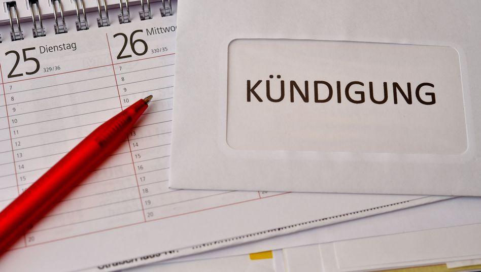 Arbeitsrecht In Der Probezeit Unentschuldigtes Fehlen Rechtfertigt Keine Fristlose Kundigung Der Spiegel In 2020 Kundigung Probezeit Kundigungsfrist