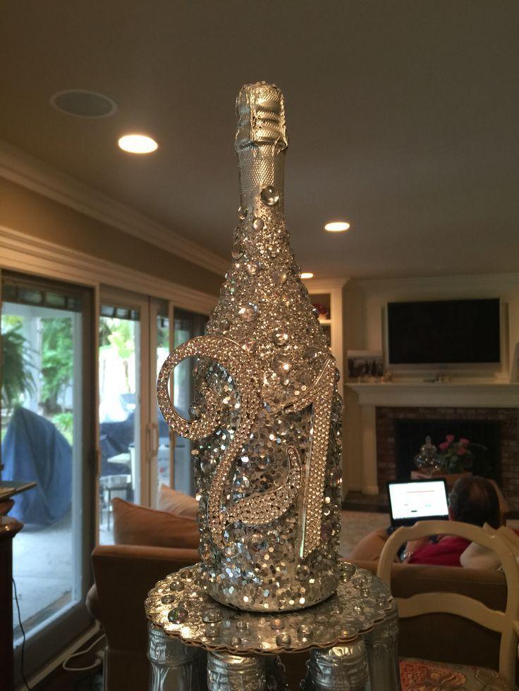 Dekorative Flaschen: Glitzer Champagnerflasche. Sprühen Sie mit silberner Sprühfarbe, sprühen Sie mit Sprühkleber … #spraypainting