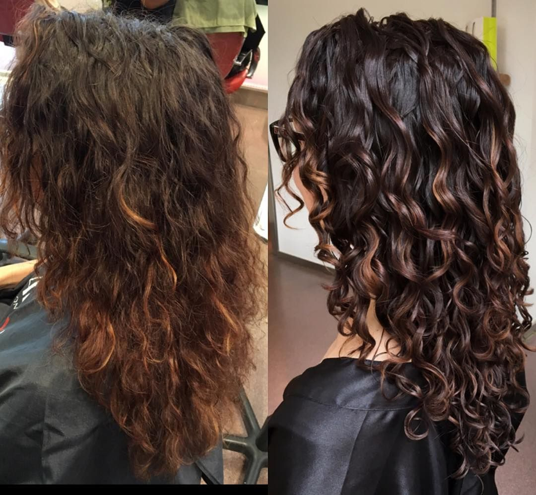 599 Likes 20 Comments Rachael Rachael Devacurl On Instagram New Base Pintura Lowlights On The Wavy Haircuts Curly Hair Styles Colored Curly Hair