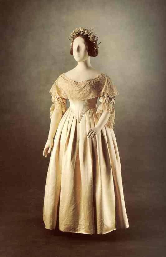 detalles del vestido de boda de la reina victoria | moda antigua