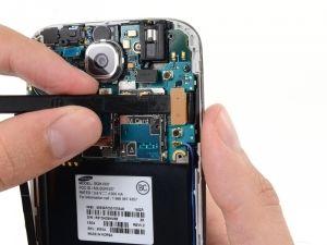 Schritt 13 -  Trennen Sie den Kopfhörer-Buchse Kabelstecker. Trennen Sie den Display / Digitizer Kabelstecker. Trennen Sie den Antennen-Kabelstecker.