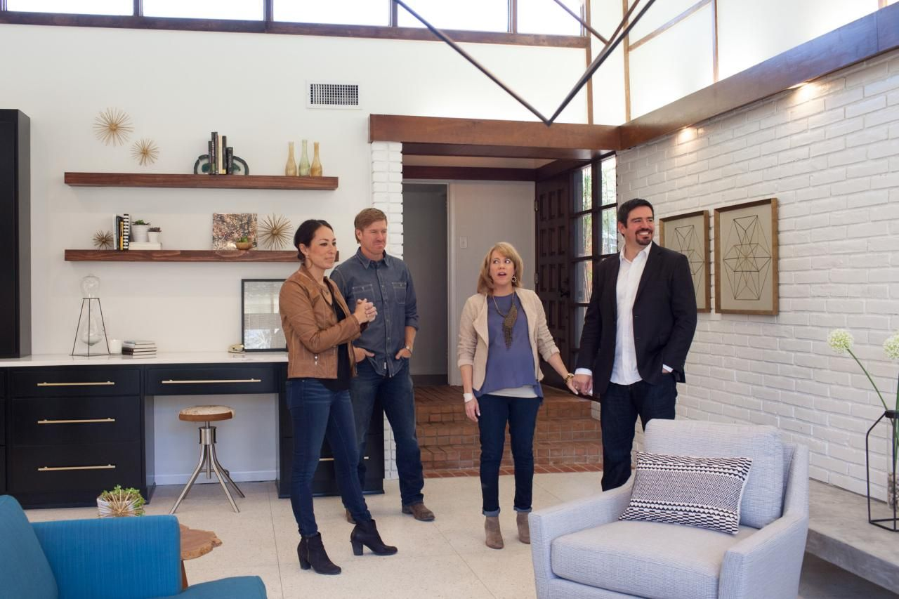 A Fixer Upper Take On Midcentury Modern Hgtv Love The Stars Walls And Floating Shelves Ly