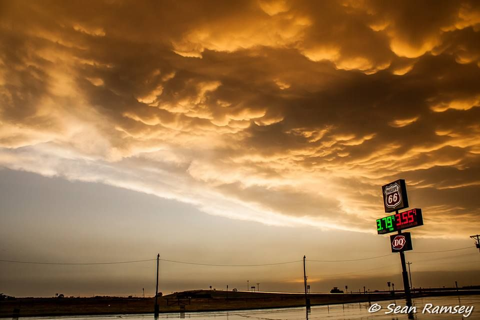 Mammatus clouds in Northern Oklahoma, June 2011. Photo by Seam Ramsey, Weather Storm Chaser