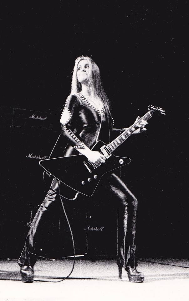 Lita Ford The Runaways With Images Lita Ford Rock And Roll