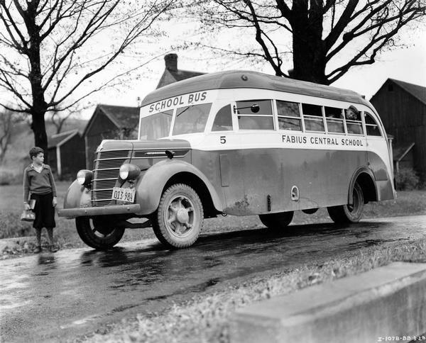 Vintage School Bus With Images Old School Bus School Bus Bus