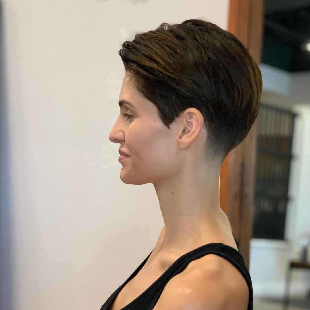 Justindillaha Hair Shared A Photo On Instagram Those Cheekbones That Jawline That Long Neck Made For Short Hair Styles Girl Hairstyles Girl Short Hair