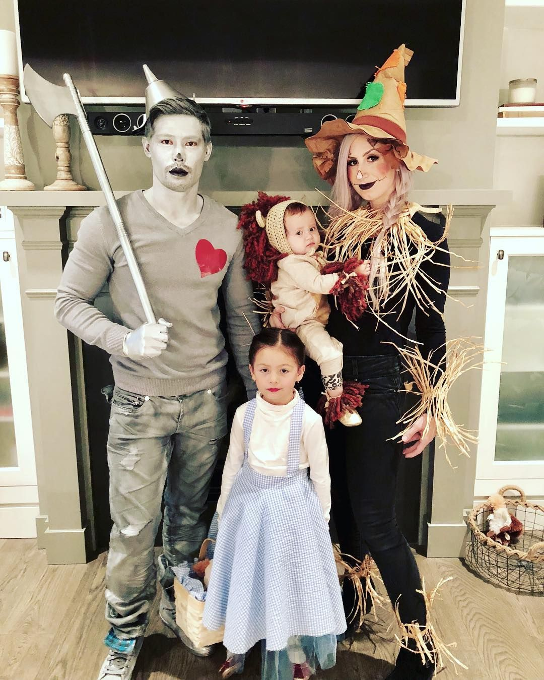 Family Halloween Costumes With A Baby 21 Ideas Family Halloween Costumes Baby Halloween Costumes Cute Halloween Costumes