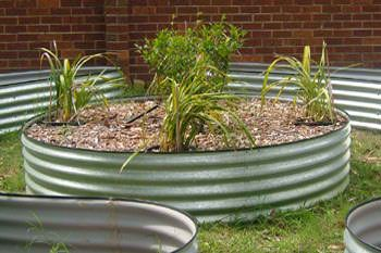 Circular garden round raised garden beds garden for Circular raised garden bed ideas