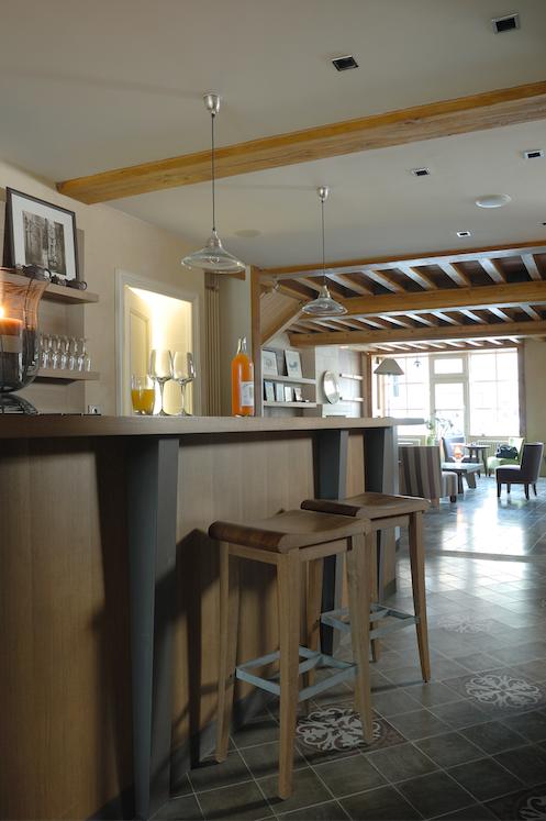 En plein coeur du Perche, Côté Parc est un hôtel d'une grande convivialité. Disposant d'un Spa Clarins et de 8 charmantes suites, c'est l'endroit parfait pour se reposer à deux ou en famille. http://www.cote-parc.fr/