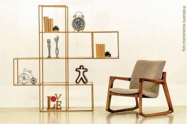 Além da funcionalidade, a estante Day assume sem timidez o posto de item decorativo. ------- Useful and beautiful, the shelf ''Day'' is an unmissable decorative item.