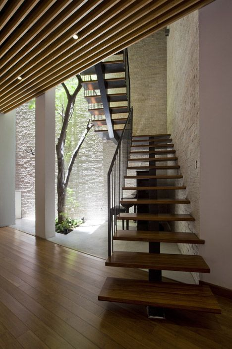 Green Renovation by Vo Trong Nghia escaleras Pinterest