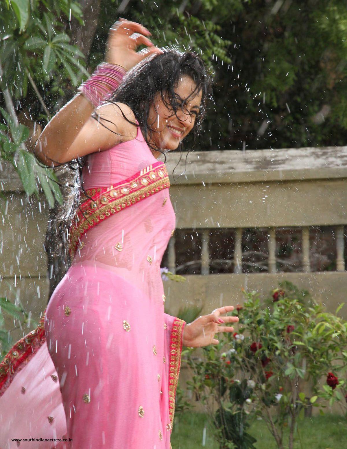 Trisha Krishnan Wet Hot Hd Photos In Kalavathi Movie Girls