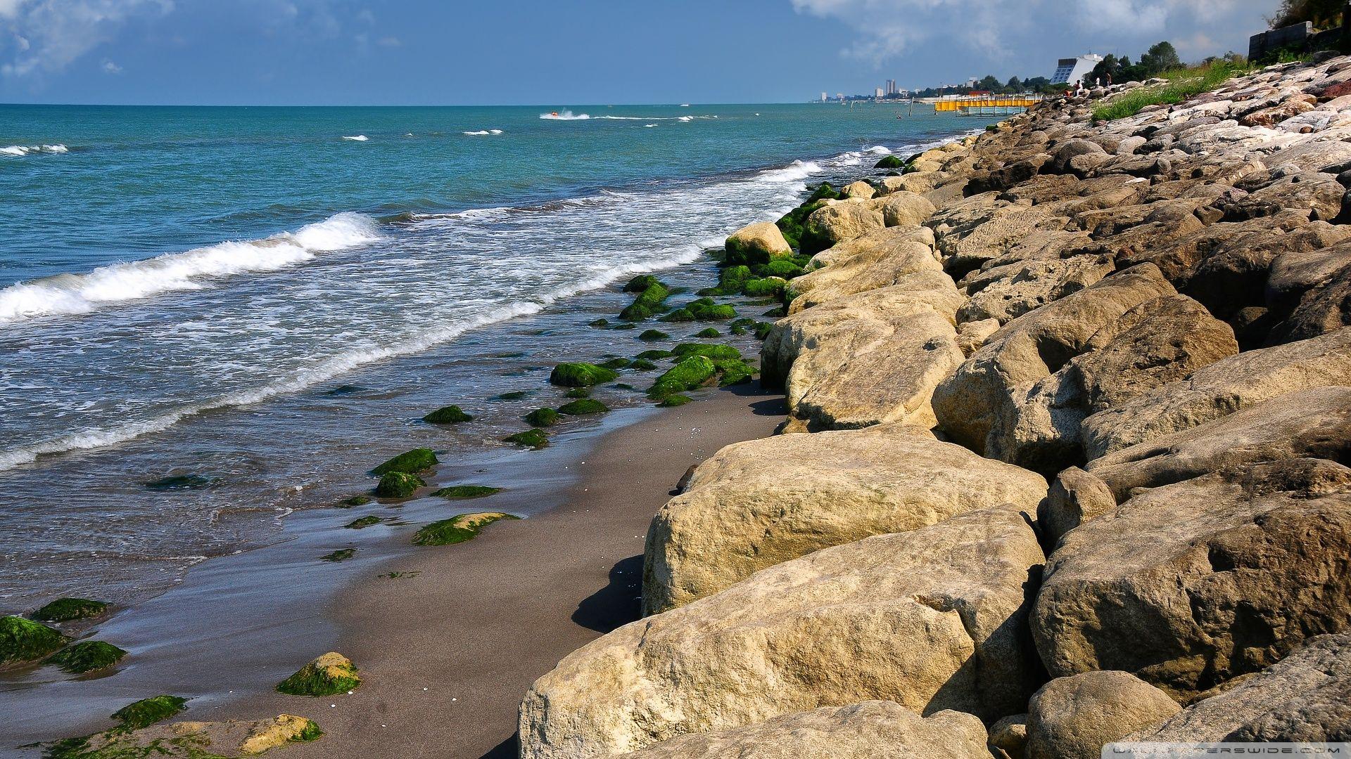 Playa rocosa.