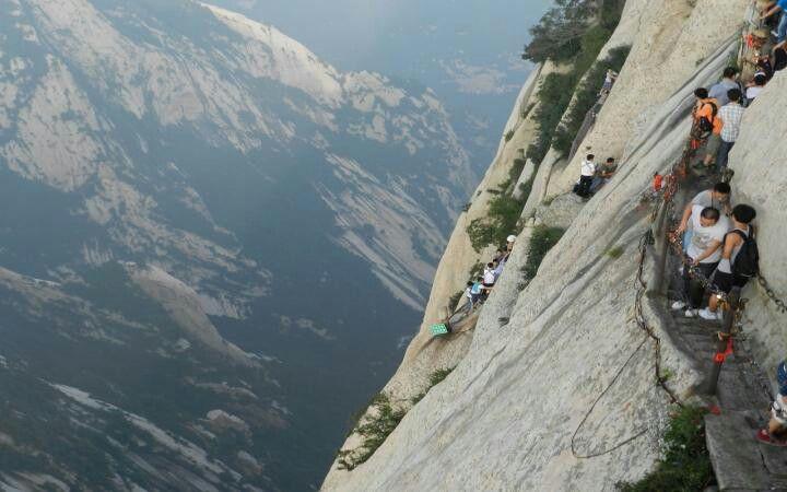 Escalera en el monte Huashan China