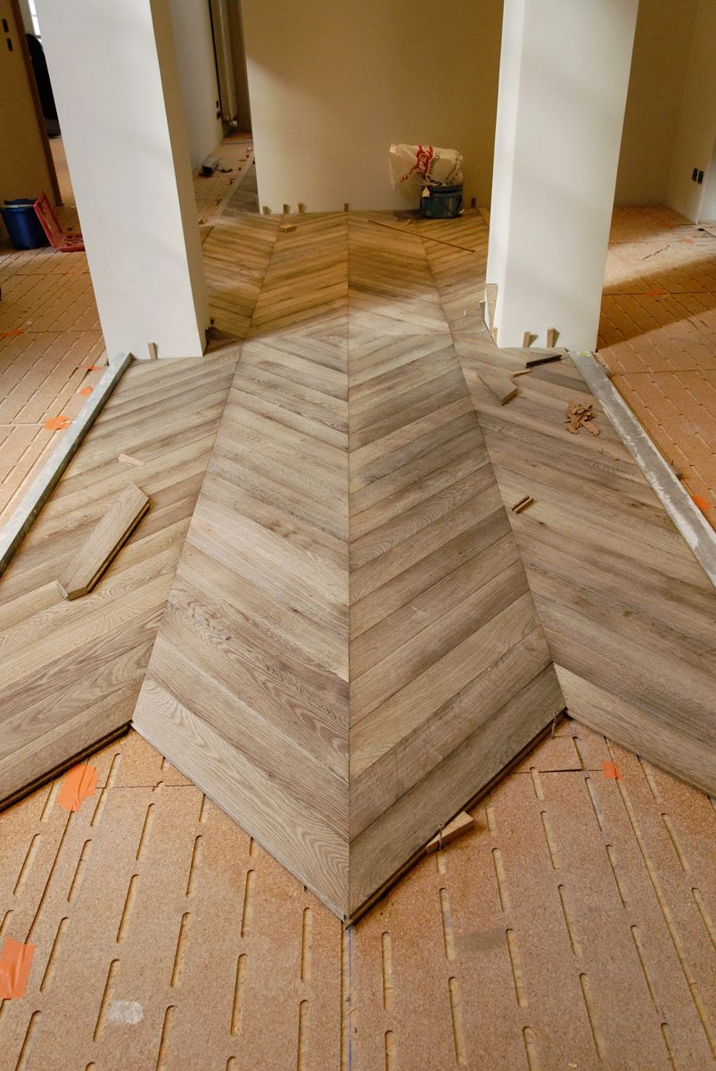 Gray Laminated Parquet Thickness 22 Mm Atelier Des Granges A Layer Of Cork To The Comfort And Sound Insulation Parquet Chevrons Cuisine Sol Stratifie