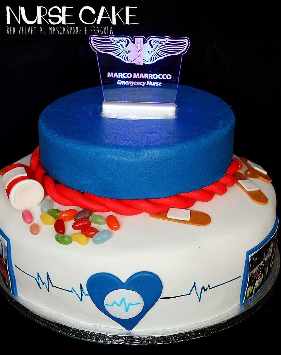 una torta di laurea con top a led