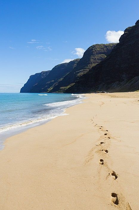 Polihale Beach and footprints - by:( Quincy Dein)