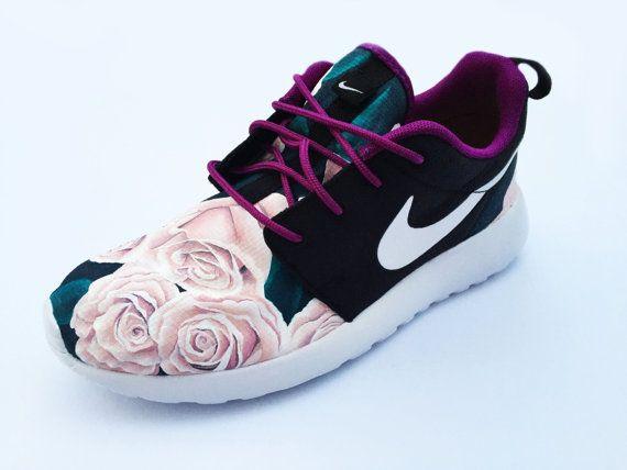 HANDGEMALTE Custom Nike Roshe Run stieg Floral von