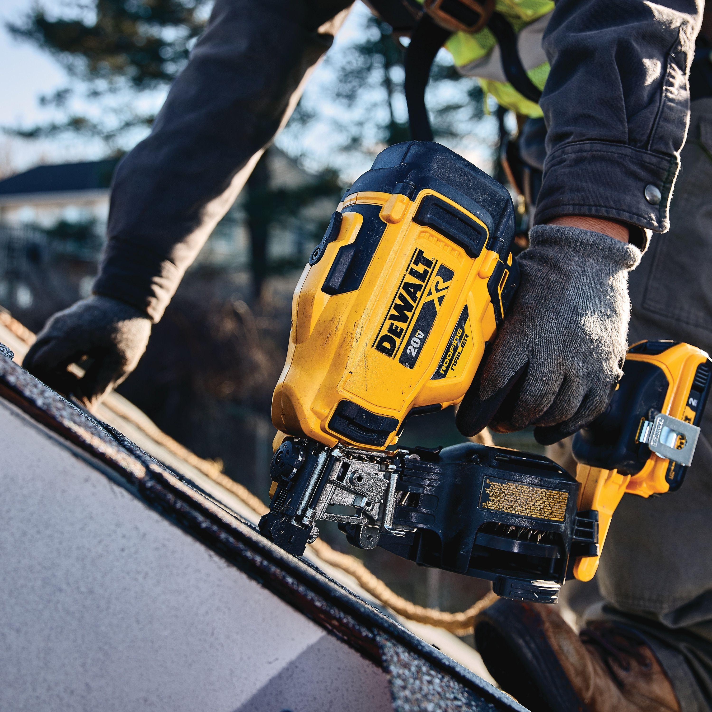 20v Max 15 Cordless Coil Roofing Nailer Dcn45rnb Dewalt In 2020 Roofing Nailer Nailer Dewalt