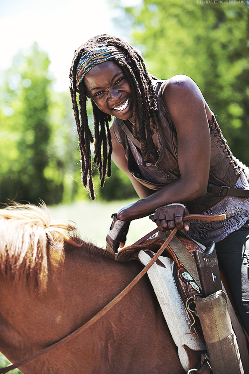 "Danai Gurira - behind the scenes - ""Infected"", the Walking Dead.  I really like her, she's such a tough, mysterious character.  And she looks great #people21stcentury"