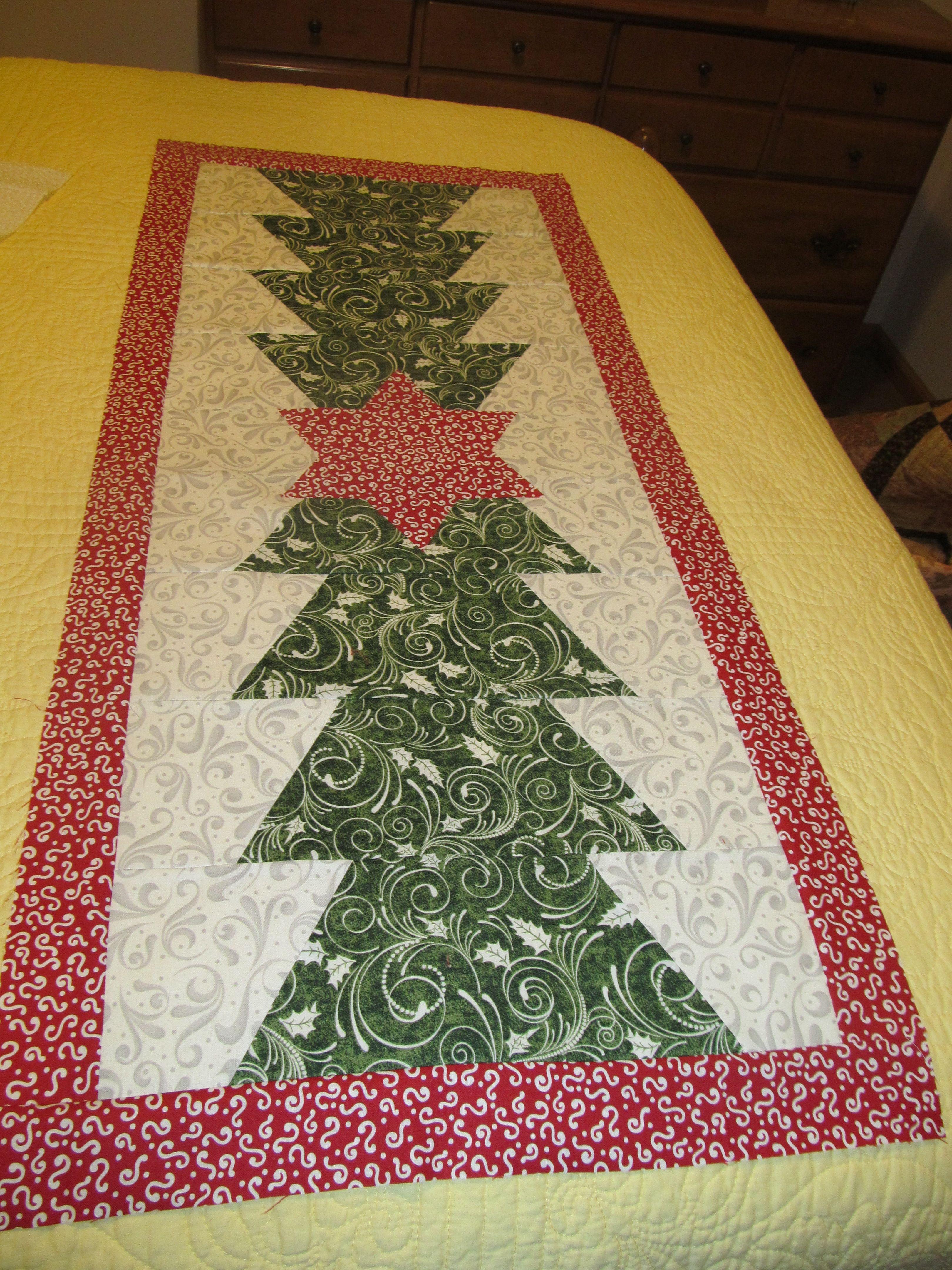 Christmas table runner my quilts pinterest quilt for Table runner quilt design