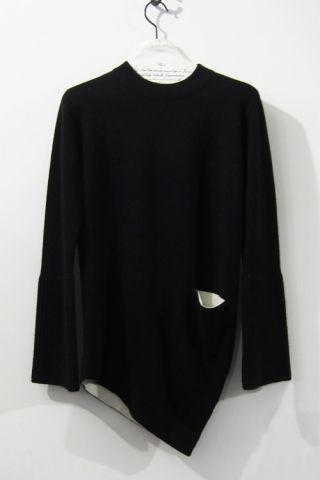 CURVED SWEATER / BLACK