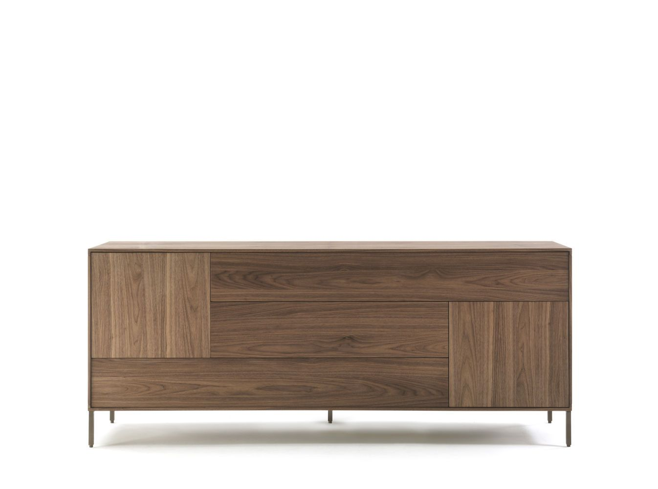 A sideboard made up of drawers and doors with wooden fronts and veneers running horizontally for the drawers and vertically for the doors. A combination offering a powerful aesthetic effect and a sense of movement and dynamism.