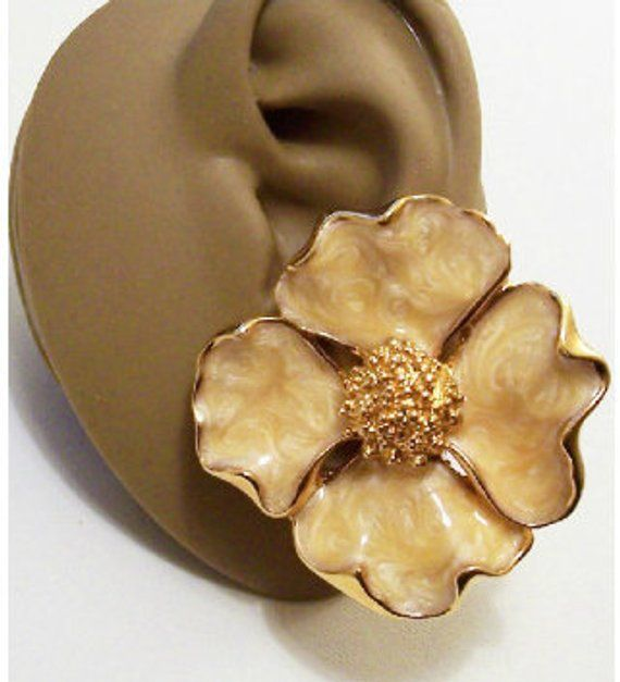 06e55142a Avon Dogwood Flower Clip On Earrings Gold Tone Vintage Large Beige White  Padded Pearl Marbled Extra Large Scalloped Edges