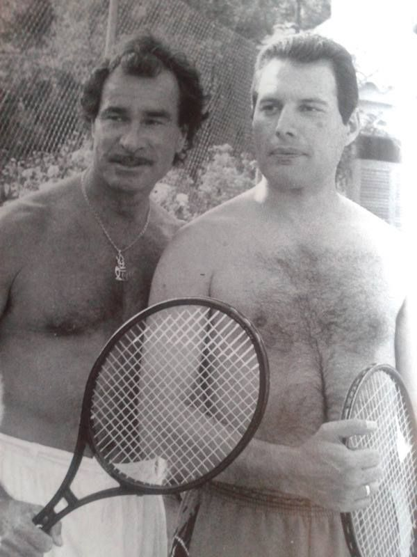 Tony Pike y Freddie Mercury en Ibiza.