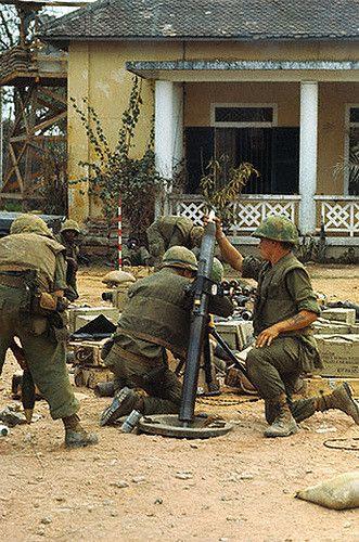 Vietnam Mortar Fire : Us marine firing mortars south vietnam and marines