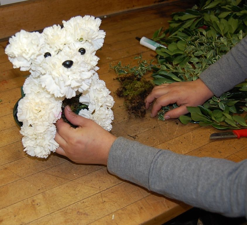 How to Make a Flower Puppy   Sending Smiles ~ is part of Basket flower arrangements -