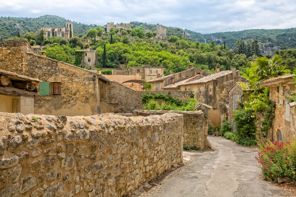 Beautiful Hilltop Towns And Sites In Provence S Luberon Valley Provence Hilltop Towns