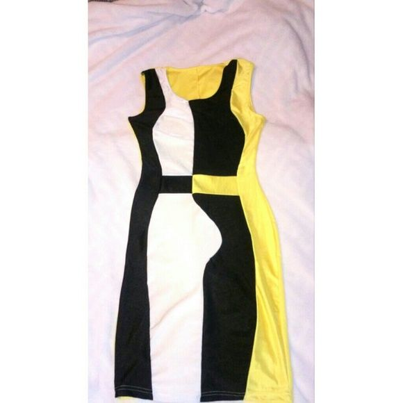 Dresses - Nice fitted dress