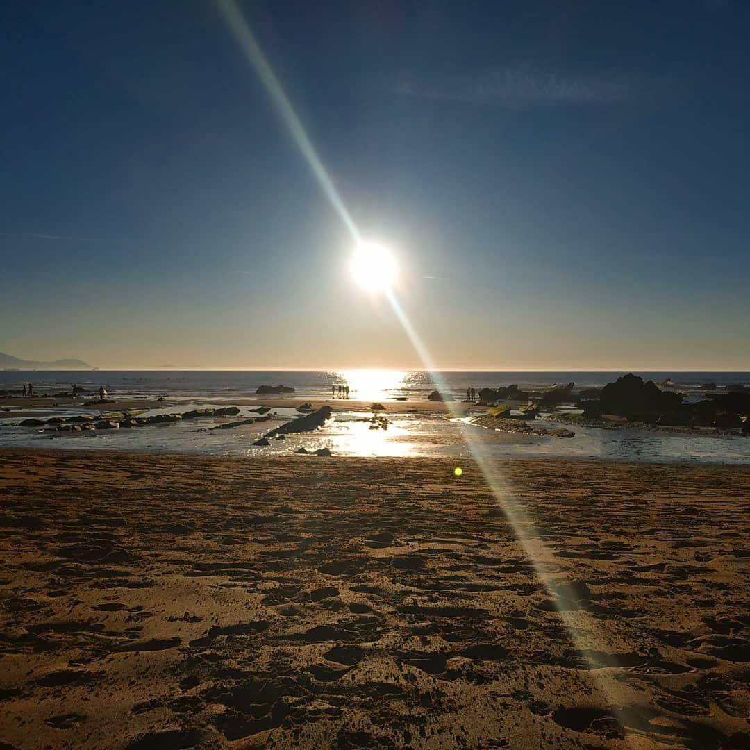 Le 21.00 e sono ancora in spiaggia. - - - - - -  barrikakohondartza  playa  atardecer  sunset  basquecountry  visitbasquecountry  lovelyplaces  lovethisplace  instasunset  pordosol  ocean  bizkaia  biscaybay  arachebeo  chilling  surf  surfers  beach  spiaggia  notcomingback