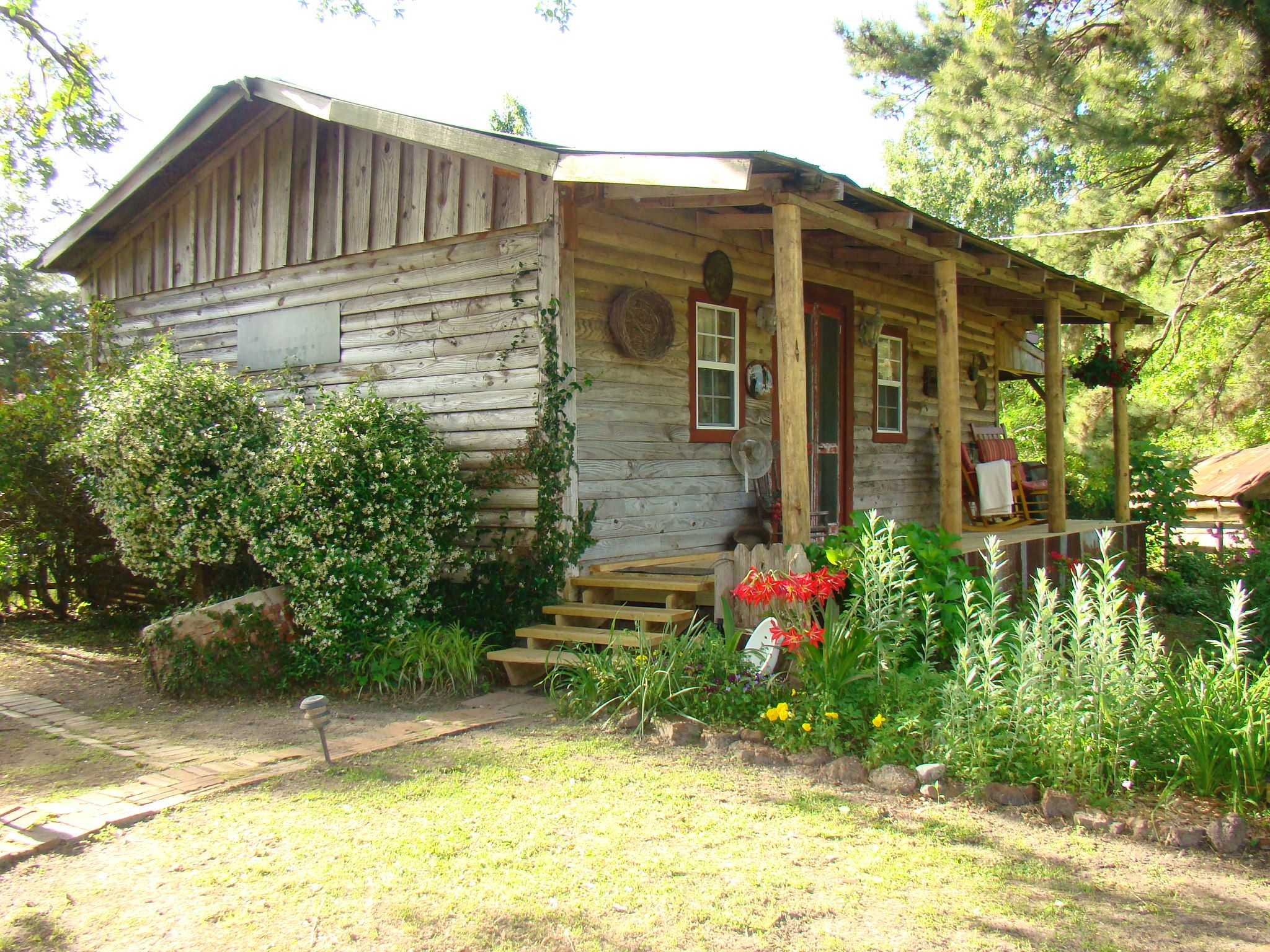 Take A Step Back In Time And Enjoy Peace And Quiet In The Woods Romantic Cabin Rustic Cabin San Augustine