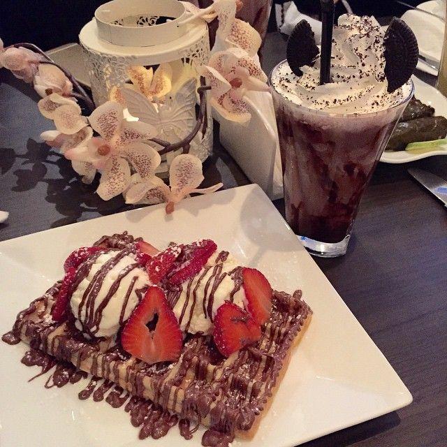 غادة المقرن On Instagram شكرا على الدعوة وكان الوافل والورق عنب لذيذ مره يعطيك العافيه هو عبارة عن كوفي نسائي للتفاصيل اكثر Food Waffles Breakfast