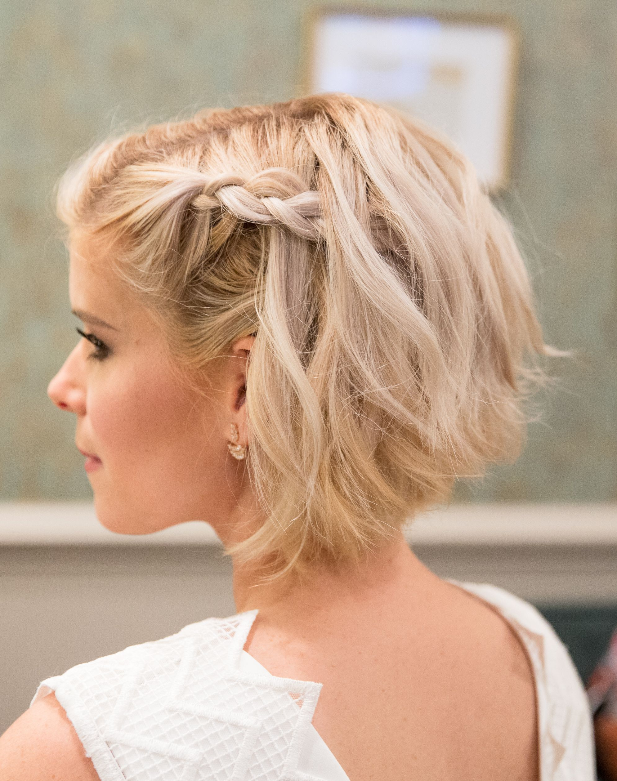 30 Jaw Dropping Short Wedding Hairstyles To Copy Now My Sweet Engagement Short Wedding Hair Hair Styles Short Hair Styles