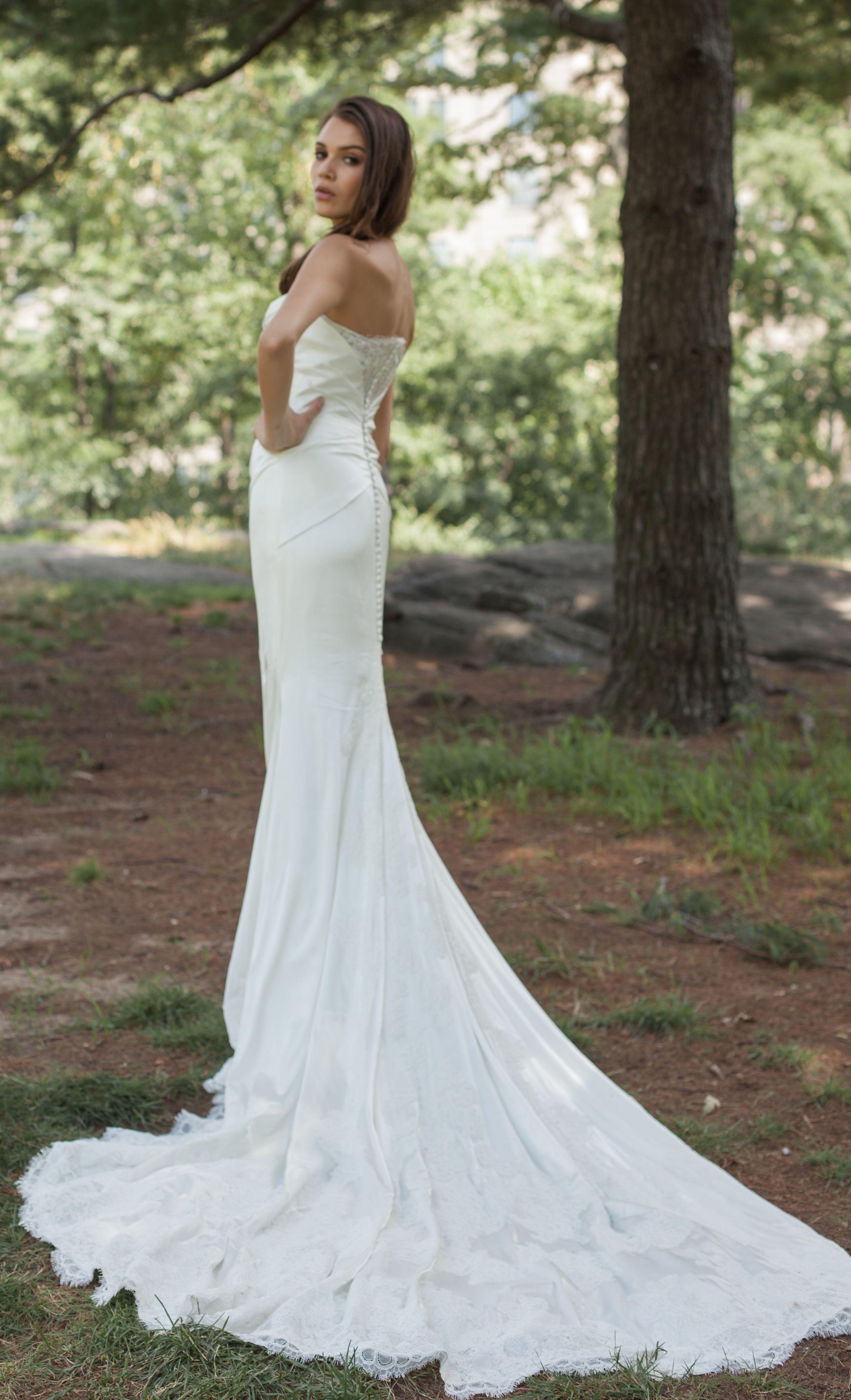 Inez Wedding Dress Kelly Faetanini Flowing Wedding Dresses Top Wedding Dresses Wedding Dresses [ 4656 x 2832 Pixel ]