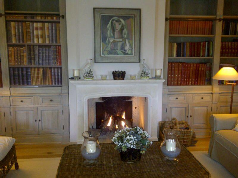 Home Foyer De La Côte Corcelles : Belle cheminée en pierre à foyer ouvert créée par atry
