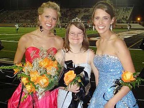Aledo High seniors pick classmate with Down syndrome as homecoming queen. <3